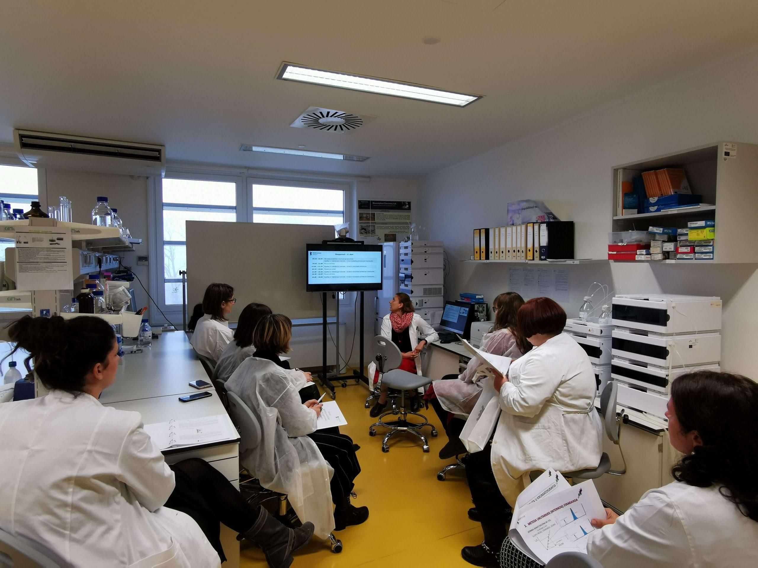 Razvoj I Validacija Analitickih Metoda U Tekucinskoj Kromatografiji 1 Scaled